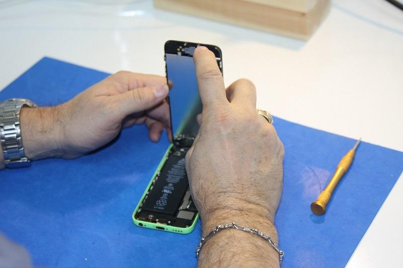 Servis Samsung telefonov nudi brezplačen nadomestni aparat