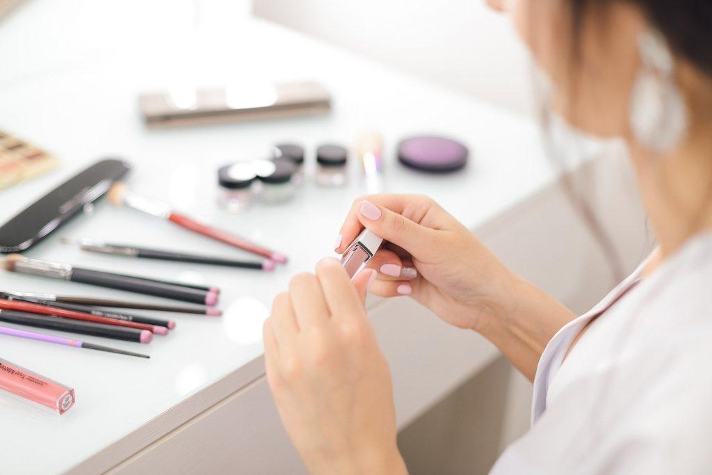 Nabla kozmetika - predpriprava pred nanašanjem ličil